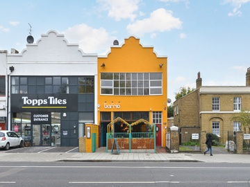 Large open plan office in Brixton - few minutes walk from tube station